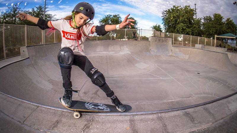 A skateboarder enjoys a milf by the pool - 3 10