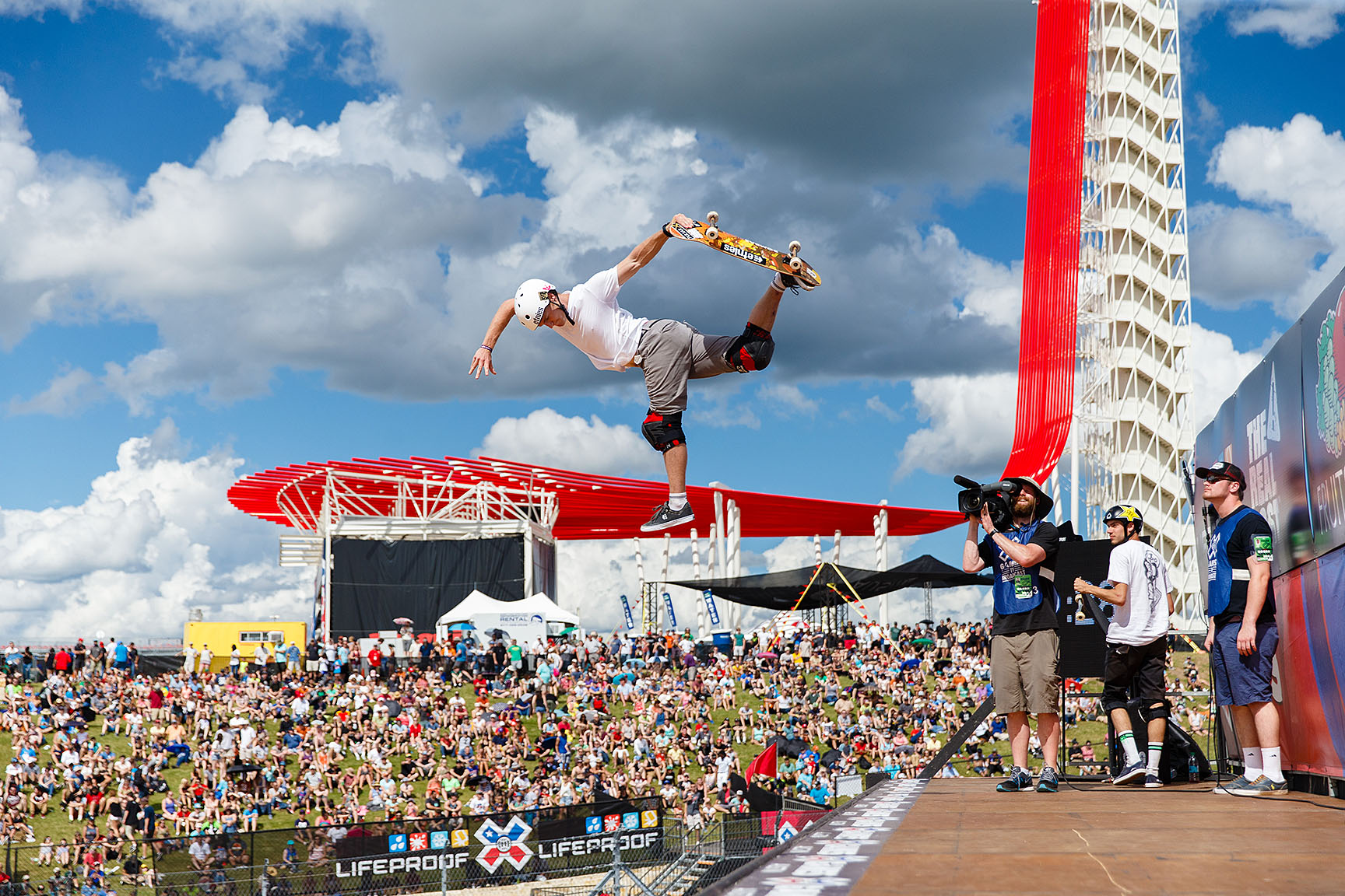 Skateboard Vert's field of competitors are caught at a curious trifecta between the esteemed veterans, the young upstarts and a new, unexpected U.K. invasion that includes Paul-Luc Ronchetti. In 2015, Ronchetti was able to podium, but was unable to replicate his medaled success in 2016. However, his style and extension were second to none on Friday at X Games Austin 2016.