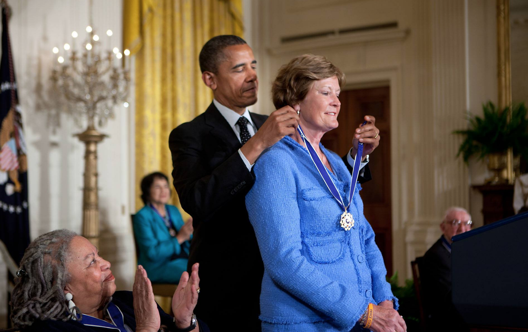 Pat Summitt wins medal
