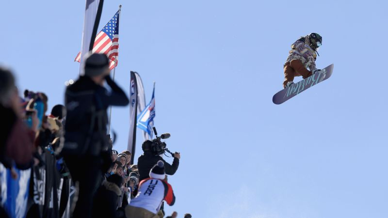 Chloe Kim earned a 100 score and a first-place finish in the ladies' FIS Snowboard World Cup at the 2016 U.S Snowboarding Park City Grand Prix.