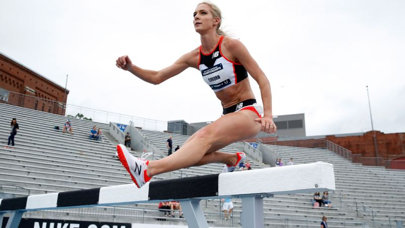 Emma Coburn clearing a hurdle at the 2018 USATF Outdoor Championships at Drake Stadium in June 2018.