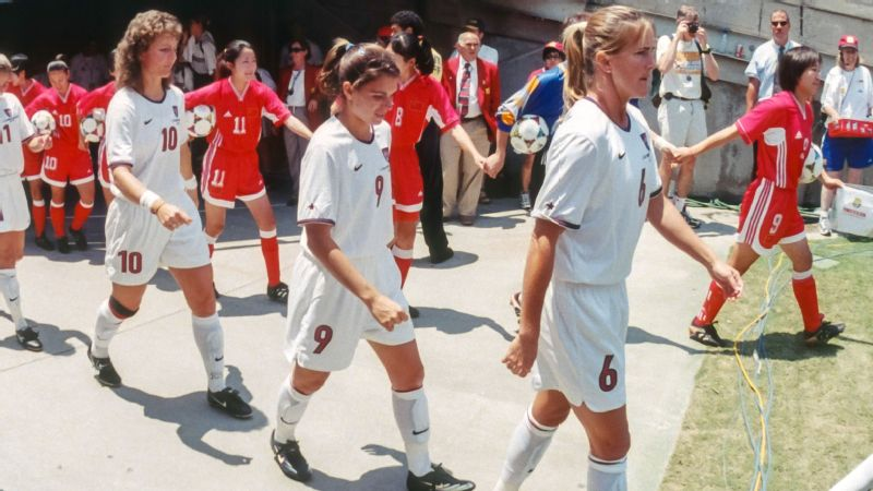 The U.S. and Chinese national teams walk onto the field at the Rose Bowl in Pasadena, California, on July 10, 1999 for the Women's World Cup final.