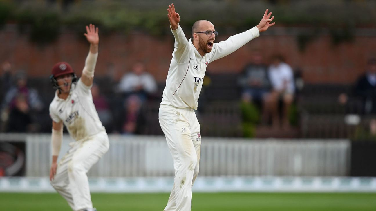 Jack Leach signs Somerset contract extension