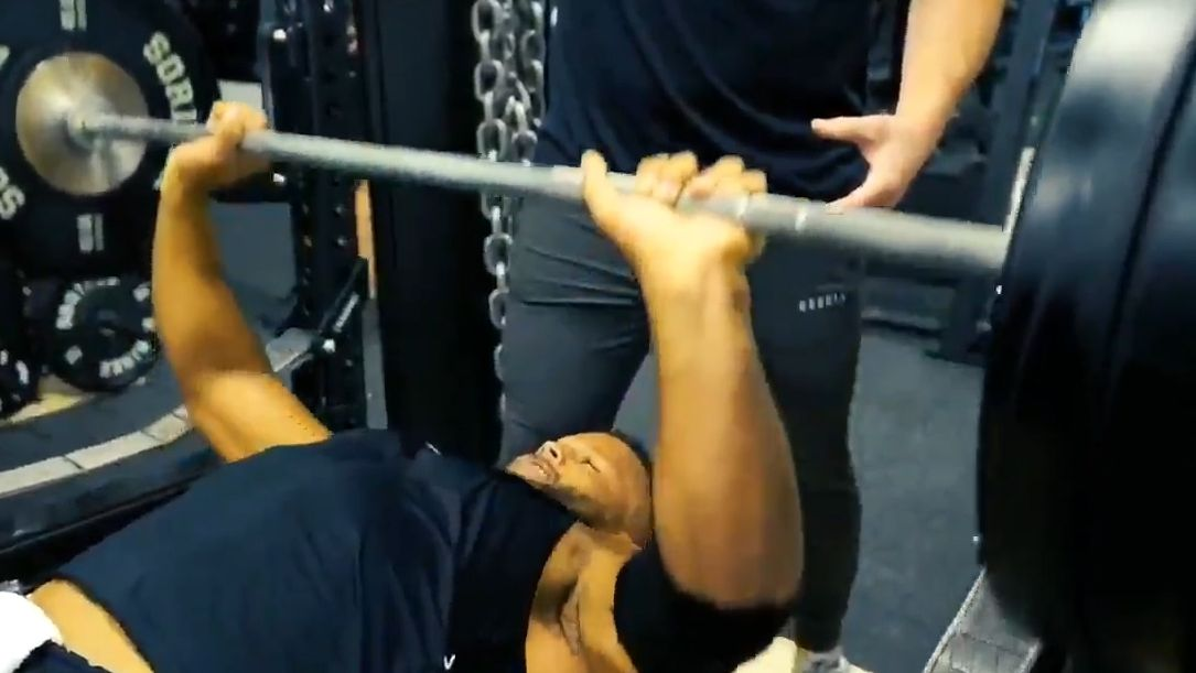 Aaron Donald Barely Breaks A Sweat With Bench Press Espn Video