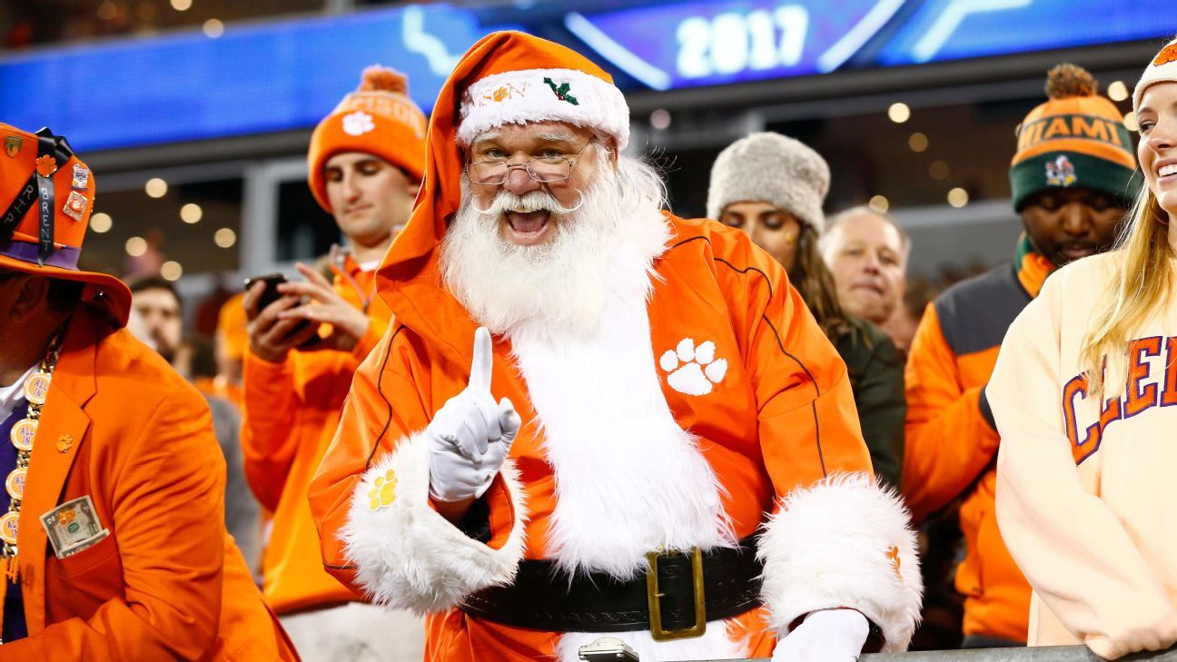 bce5808309788 2018 ESPN Holiday Guide  Gifts for fans