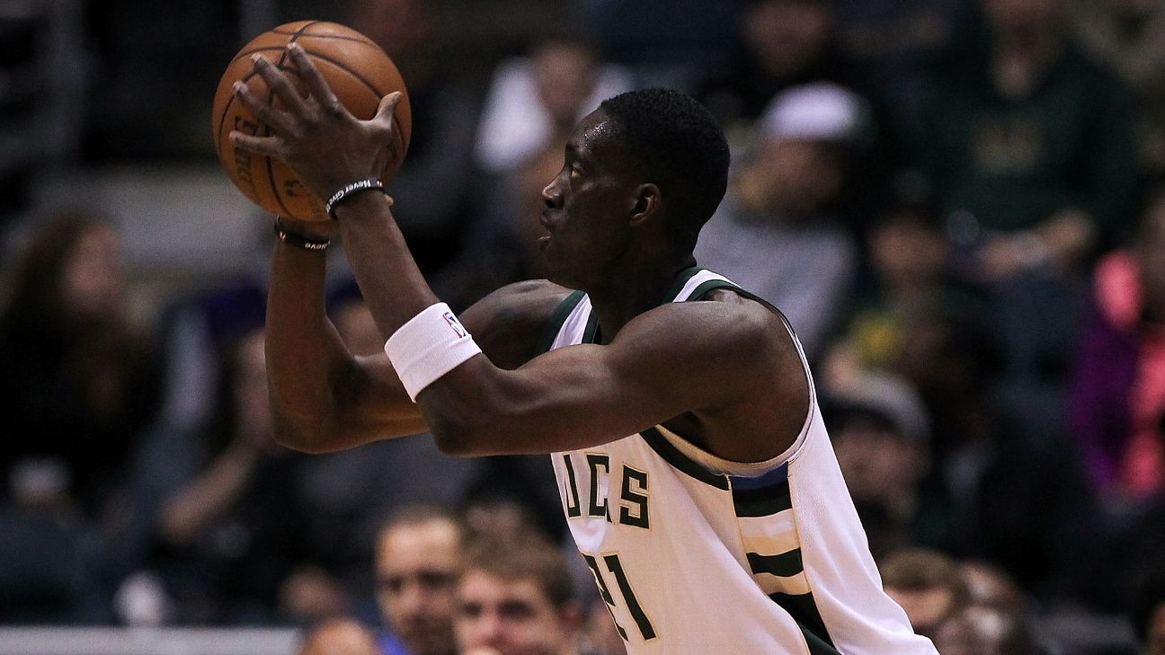 Sources: Bucks trading Snell to Pistons for Leuer
