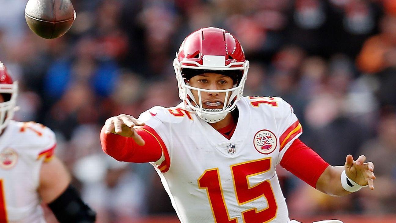 Patrick Mahomes making all 34 former Chiefs starting QBs look bad - Kansas  City Chiefs Blog- ESPN e02e407b3