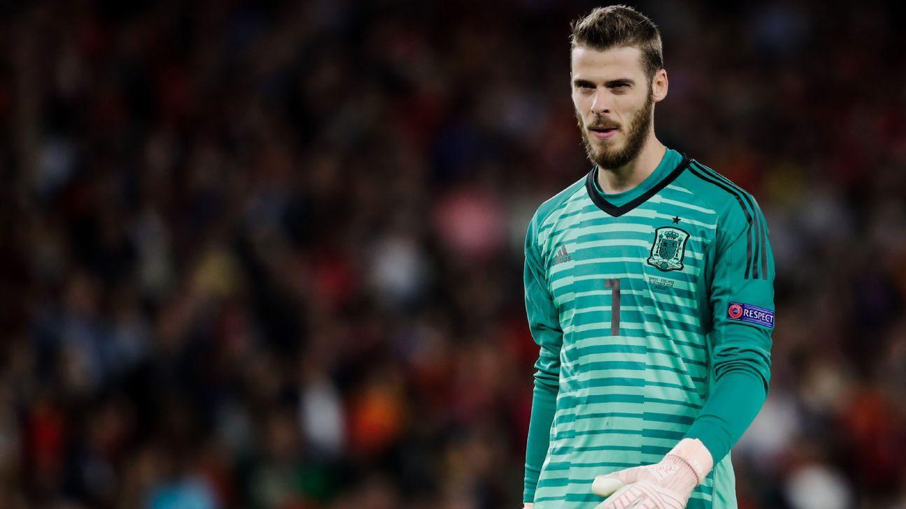 Spain's David de Gea limps off in second half against Sweden