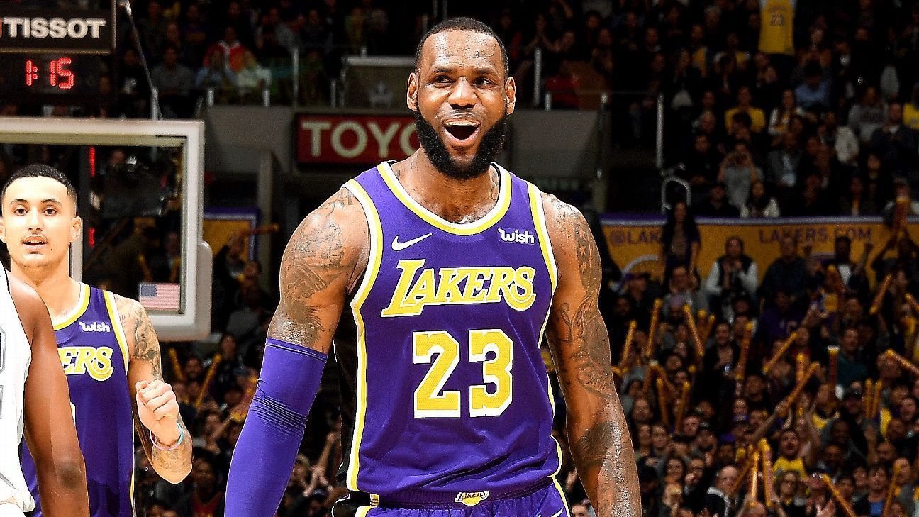 b6acb1bf6b7 Los Angeles Lakers star LeBron James ignores criticism and scores 20 in  fourth quarter