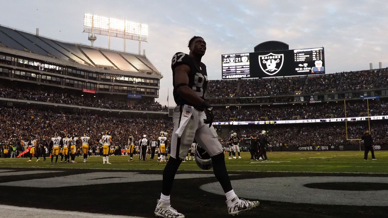 The Raiders have had talks about returning to the Oakland Coliseum for the 2019 season. That marked the first meetings the Raiders have had about playing in Oakland since the city filed suit over the team's planned move to Las Vegas in 2020.