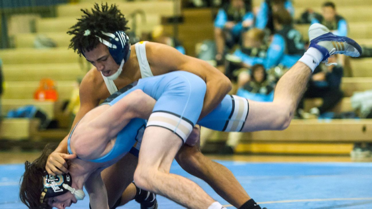 Ref who made wrestler cut locks banned 2 years