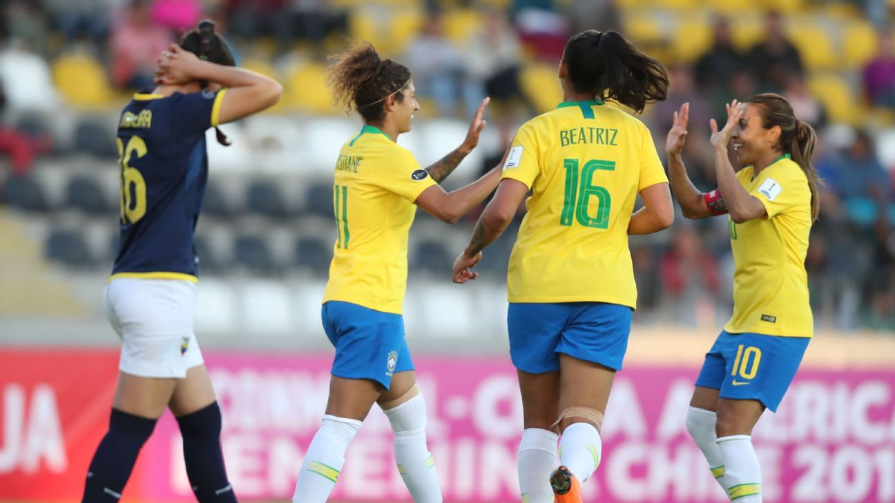 Seleção brasileira de futebol feminino inicia preparação para a Copa do  Mundo 77f7825bb64b0