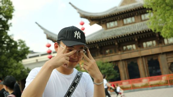 Sam Borden - Why the Yankees hat has become a global fashion