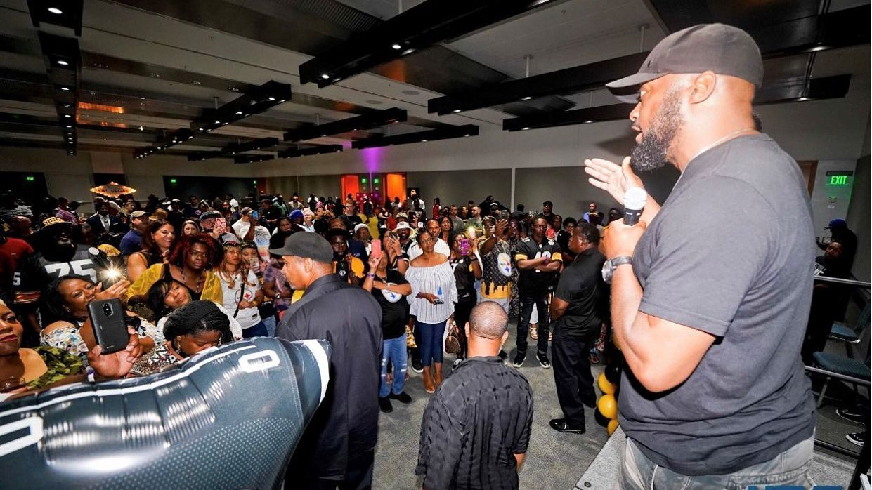 Before camp grind, Mike Tomlin pours back into his hometown