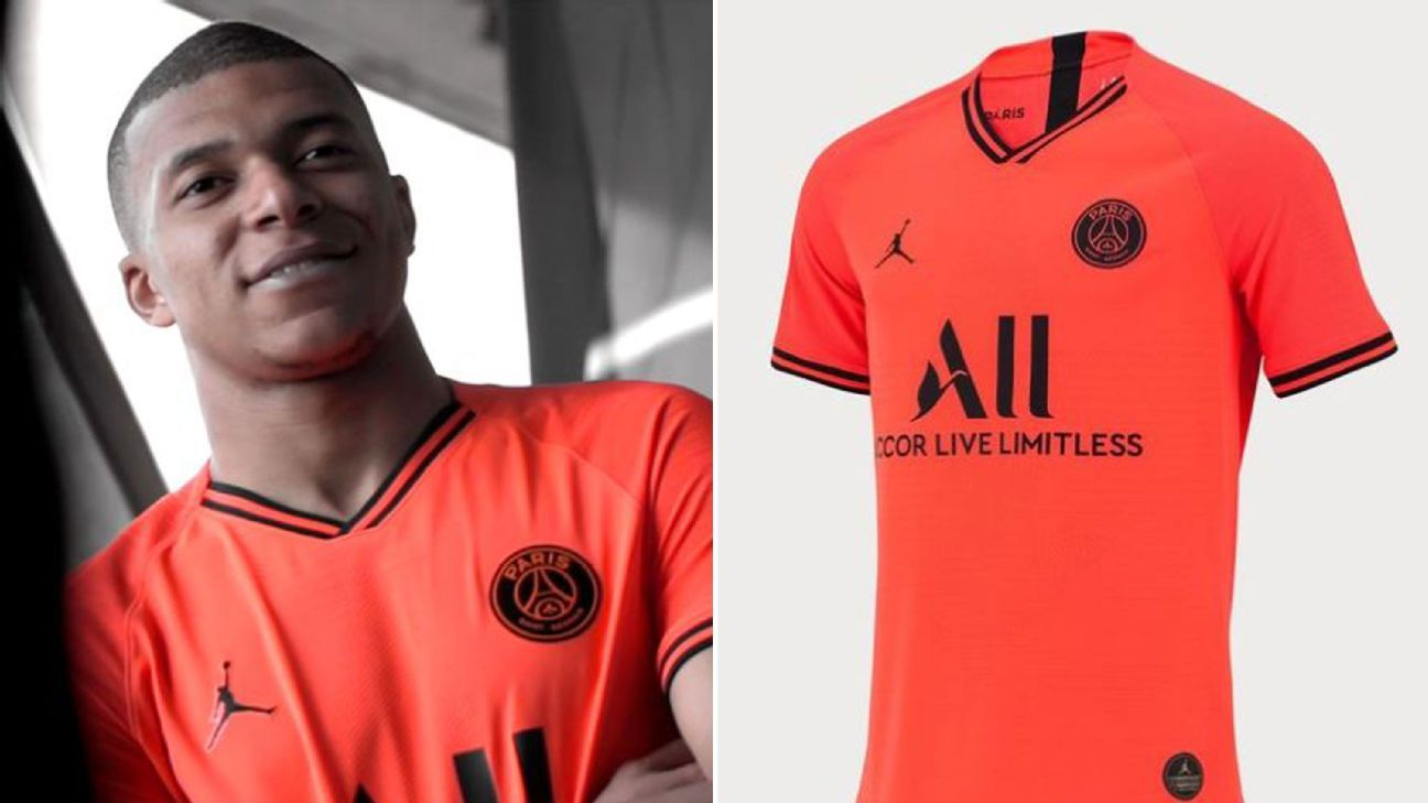 online store 5a01b e6ab1 Toe Poke Daily: Mbappe models PSG's new 'infrared' kit ...