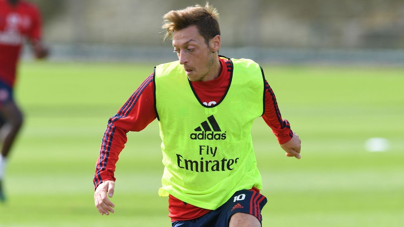 Ozil training ahead of Liverpool, Spurs games