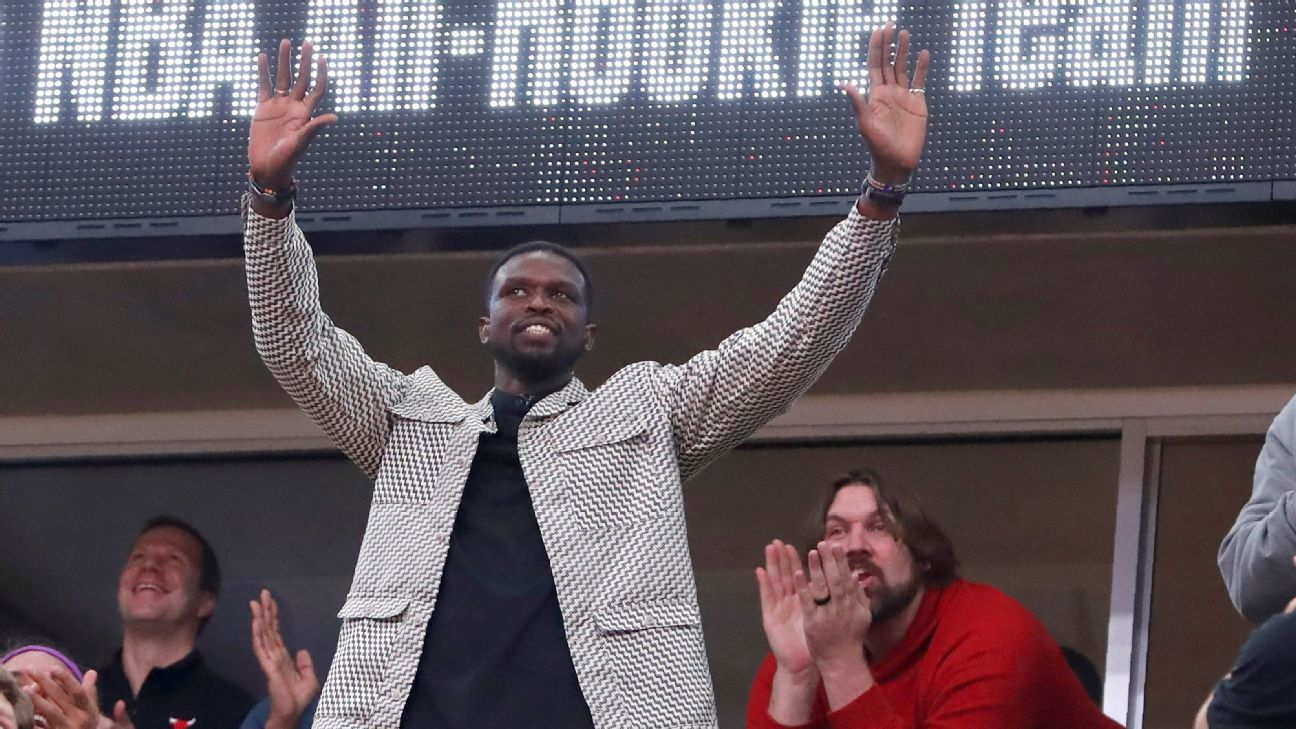 Luol Deng celebrated by Bulls in Chicago sendoff