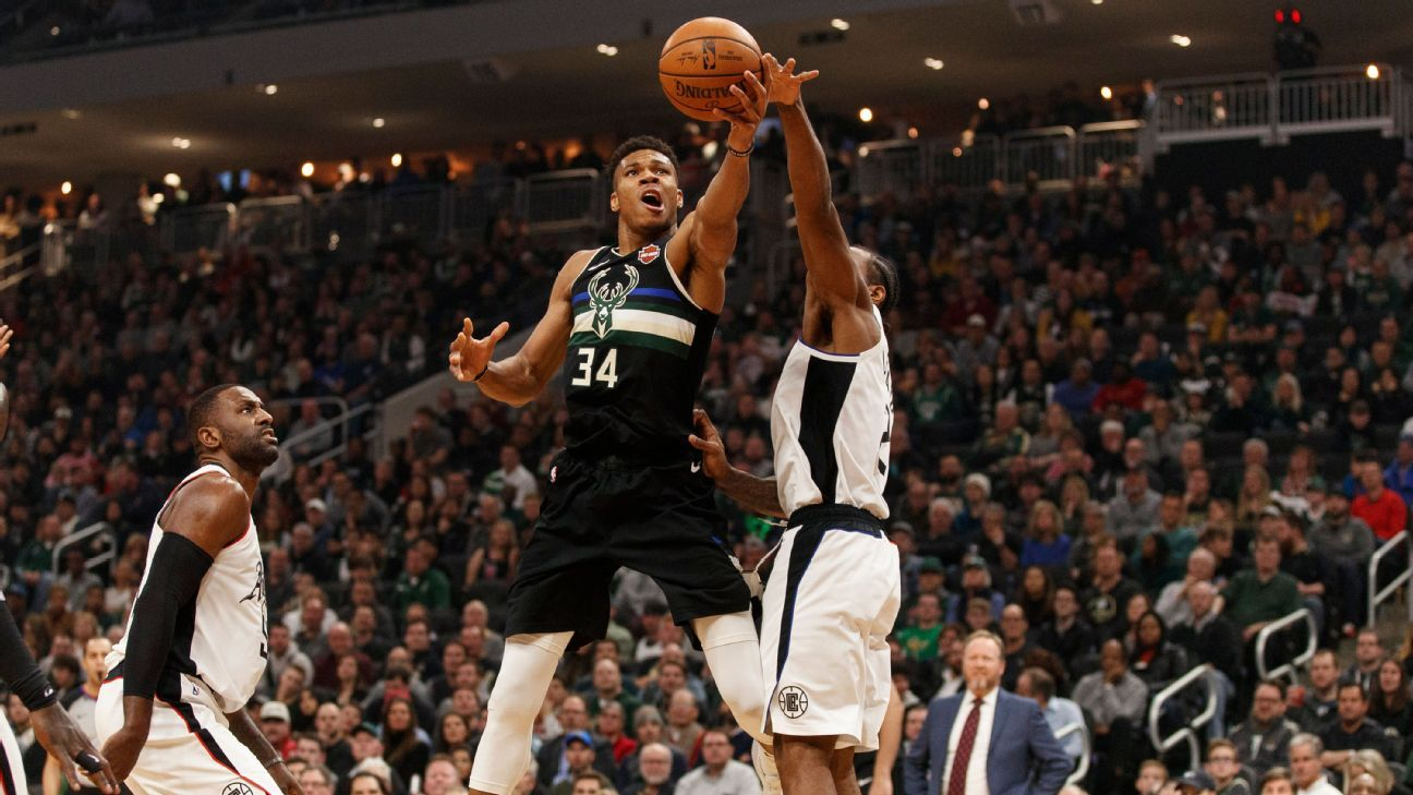 Giannis Antetokounmpo scores 27 on 25th birthday in Bucks' blowout win over the Clippers