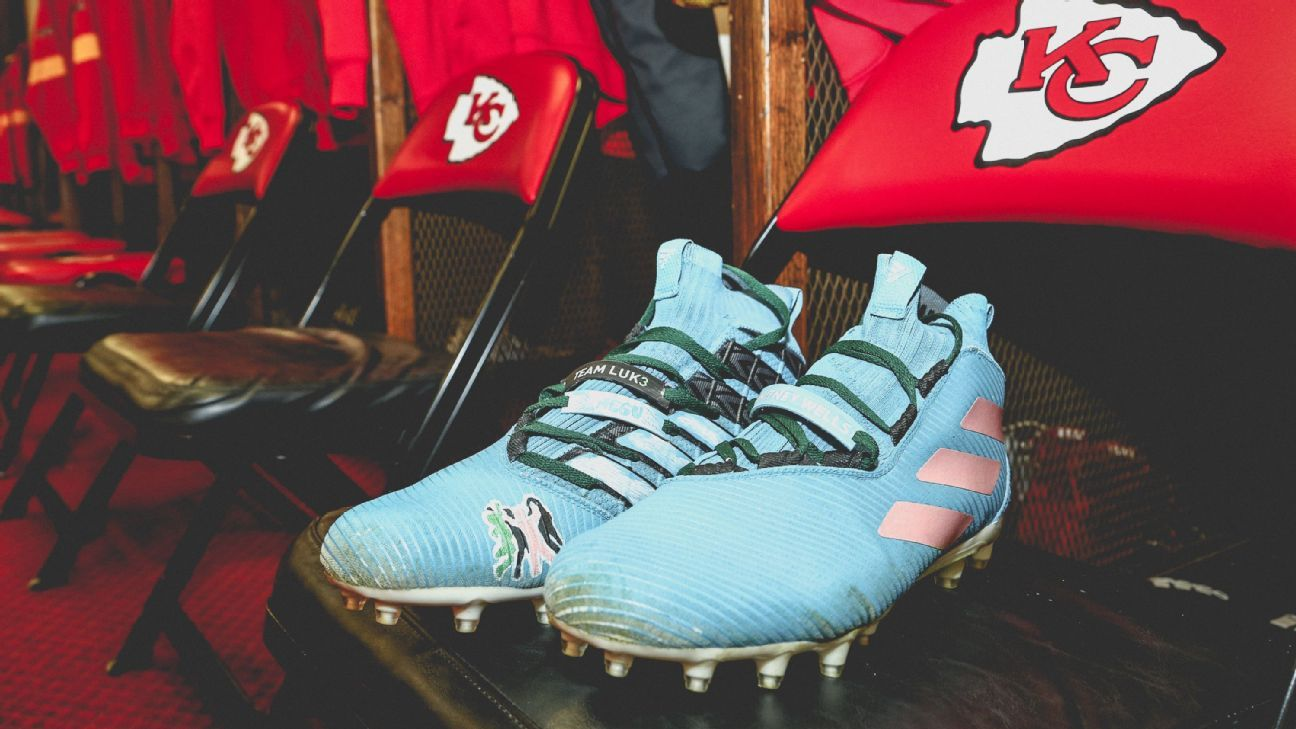 Week 15 NFL fashion files: The best entrances, outfits and cleats