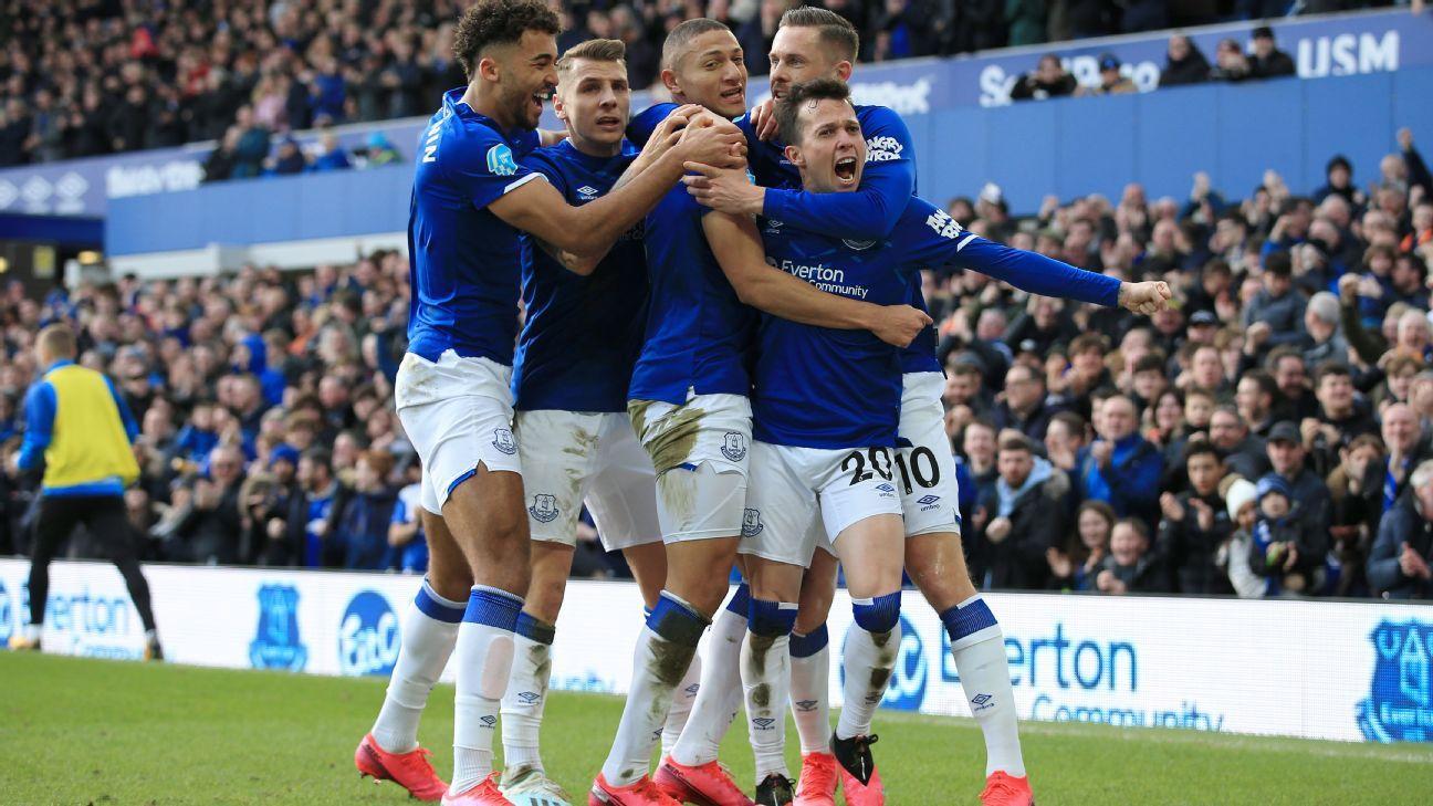 ¿Cuáles serían los compañeros de James en el medio campo del Everton?