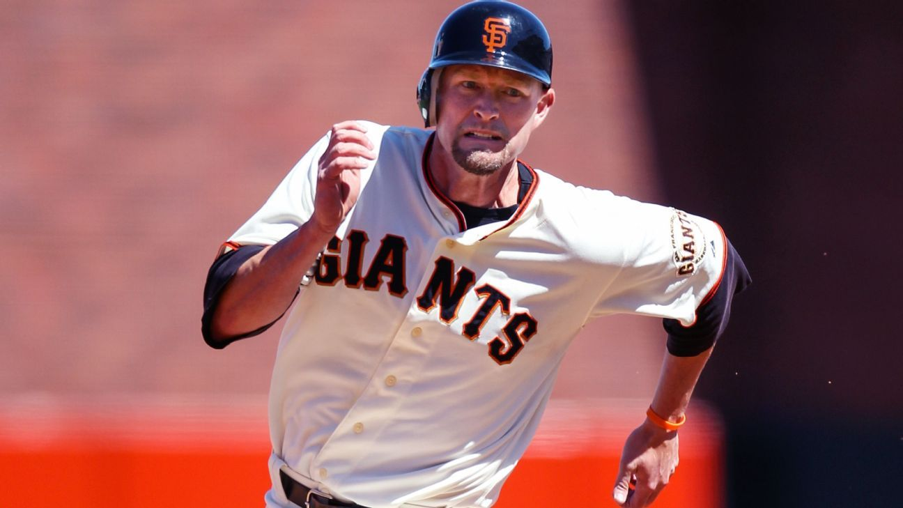 Giants bar Huff from '10 WS reunion over tweets