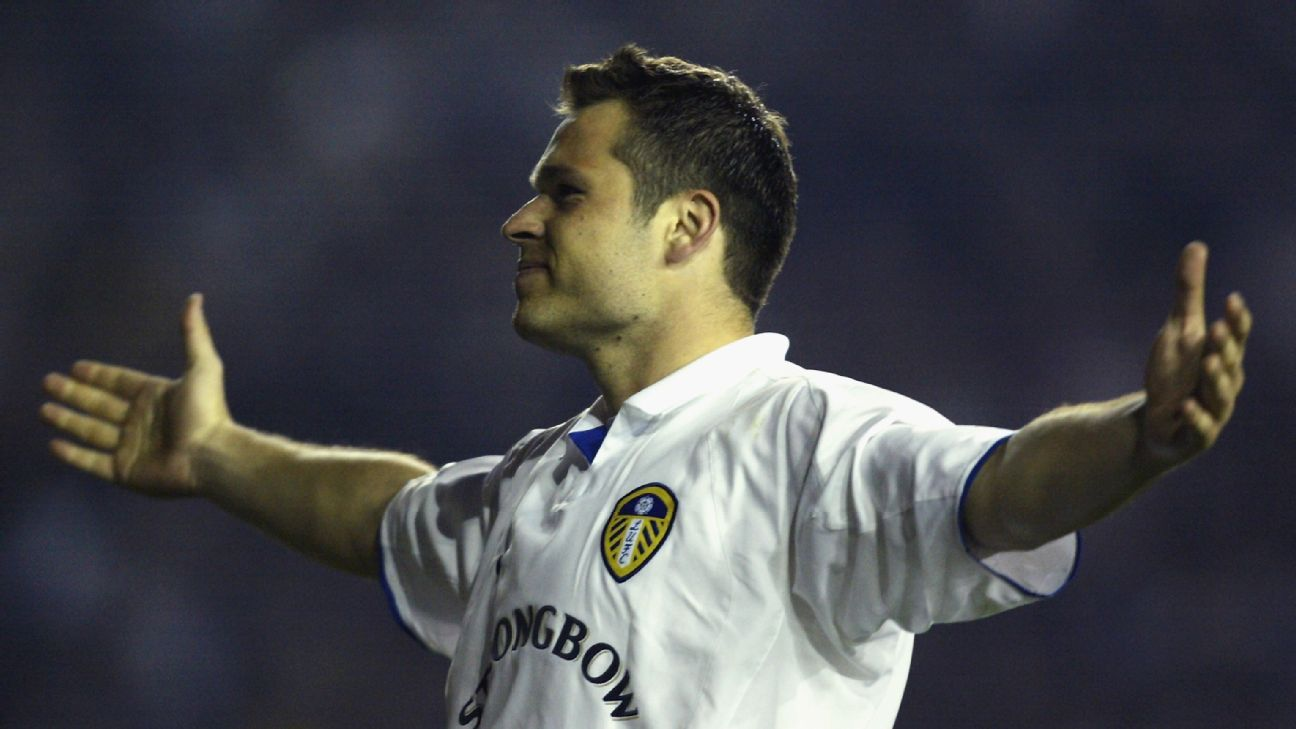 Viduka: Elton John almost let Man Utd talks slip