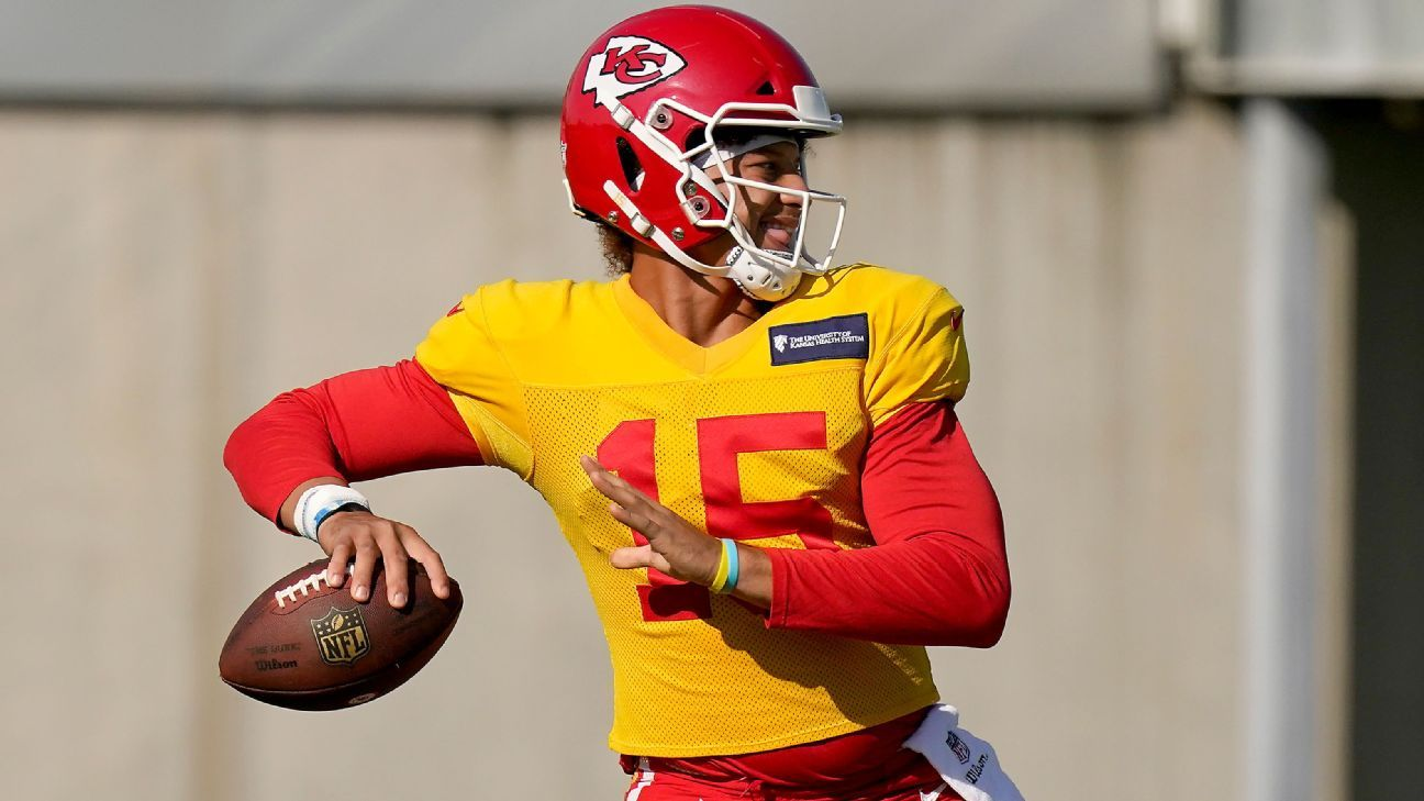 Chiefs add insurance policy to QB Patrick Mahomes' record extension source says – ESPN
