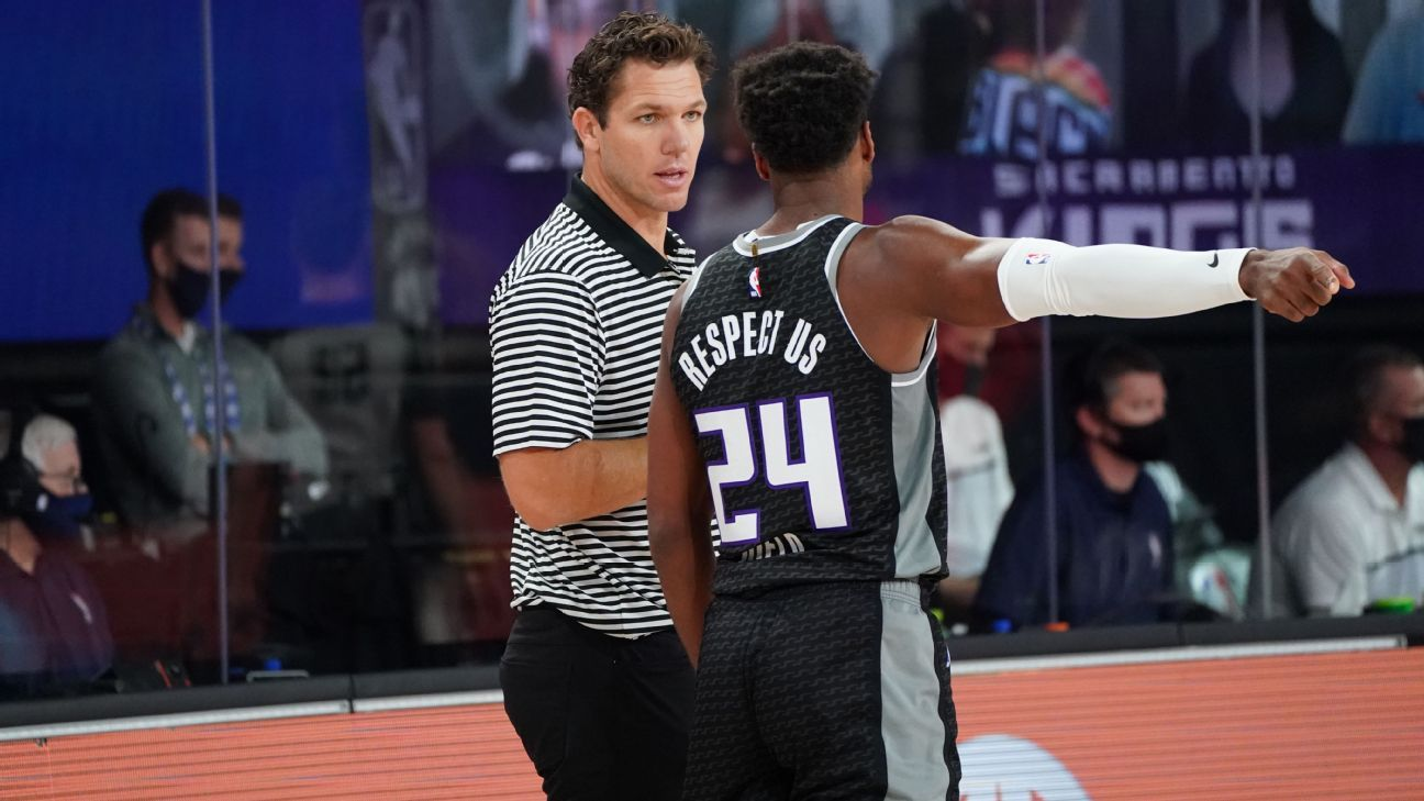 New Kings GM commits to Luke Walton as coach