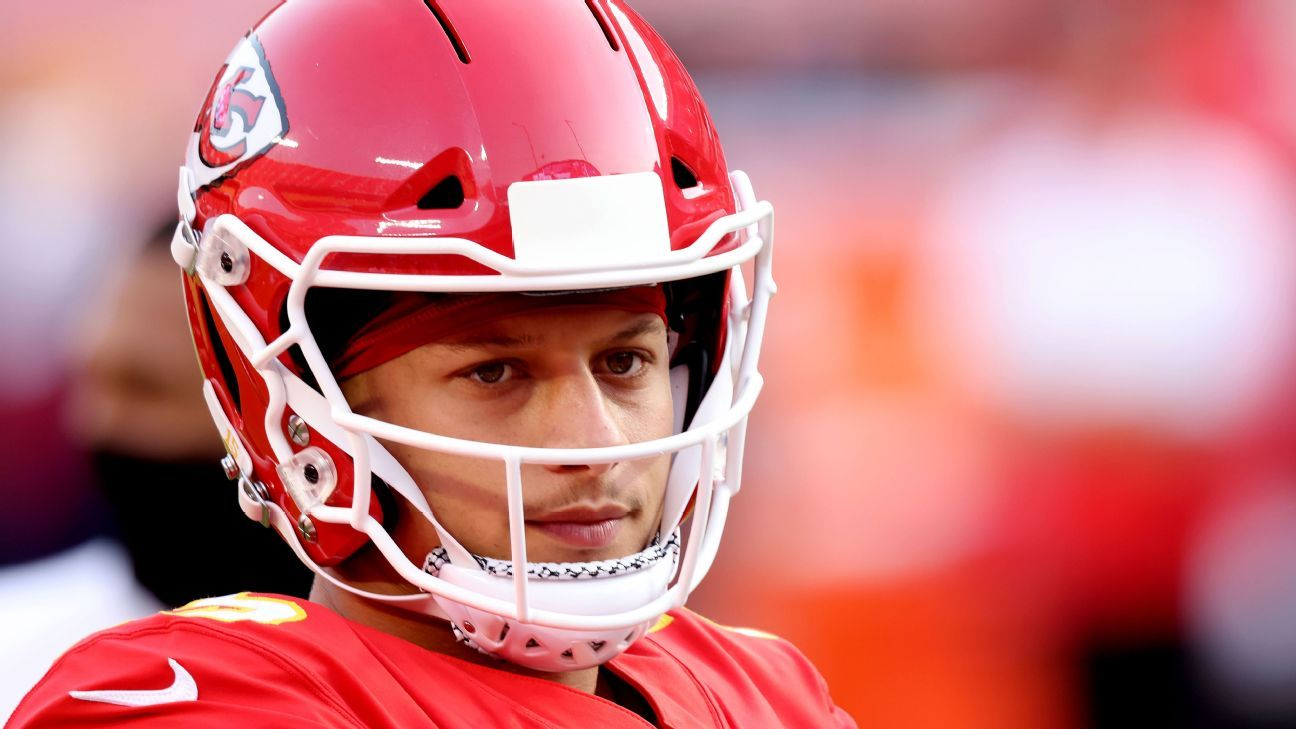 Patrick Mahomes was 'controlled quite a bit' referee says on controversial first-half play that aided Kansas City Chiefs – ESPN