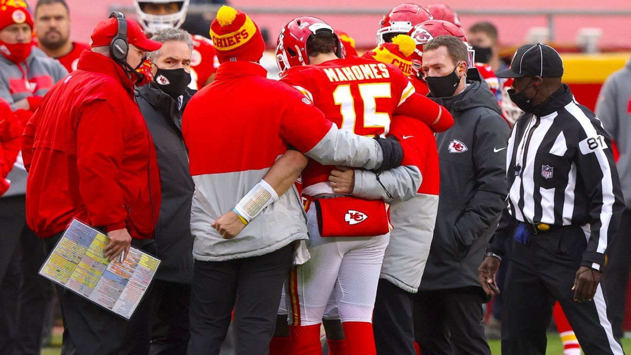 Mahomes out for rest of game with concussion