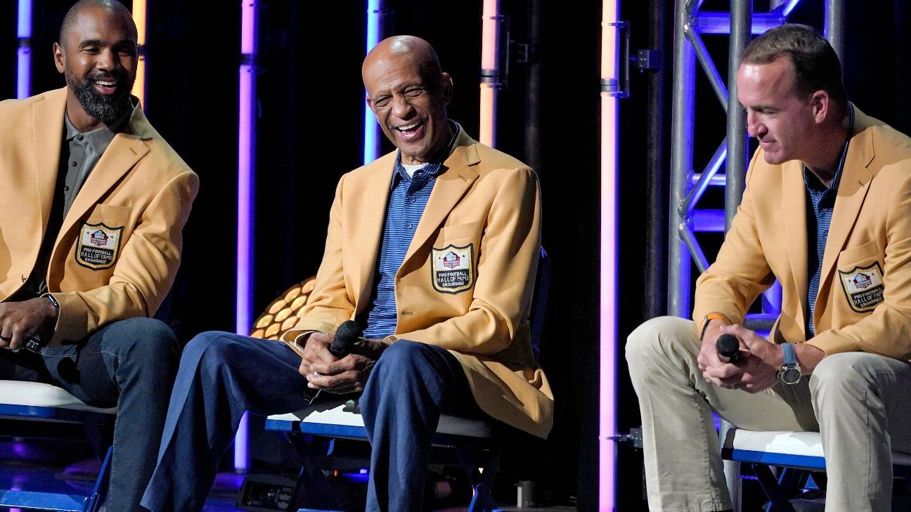 Manning, '21 class inducted to cap HOF weekend thumbnail