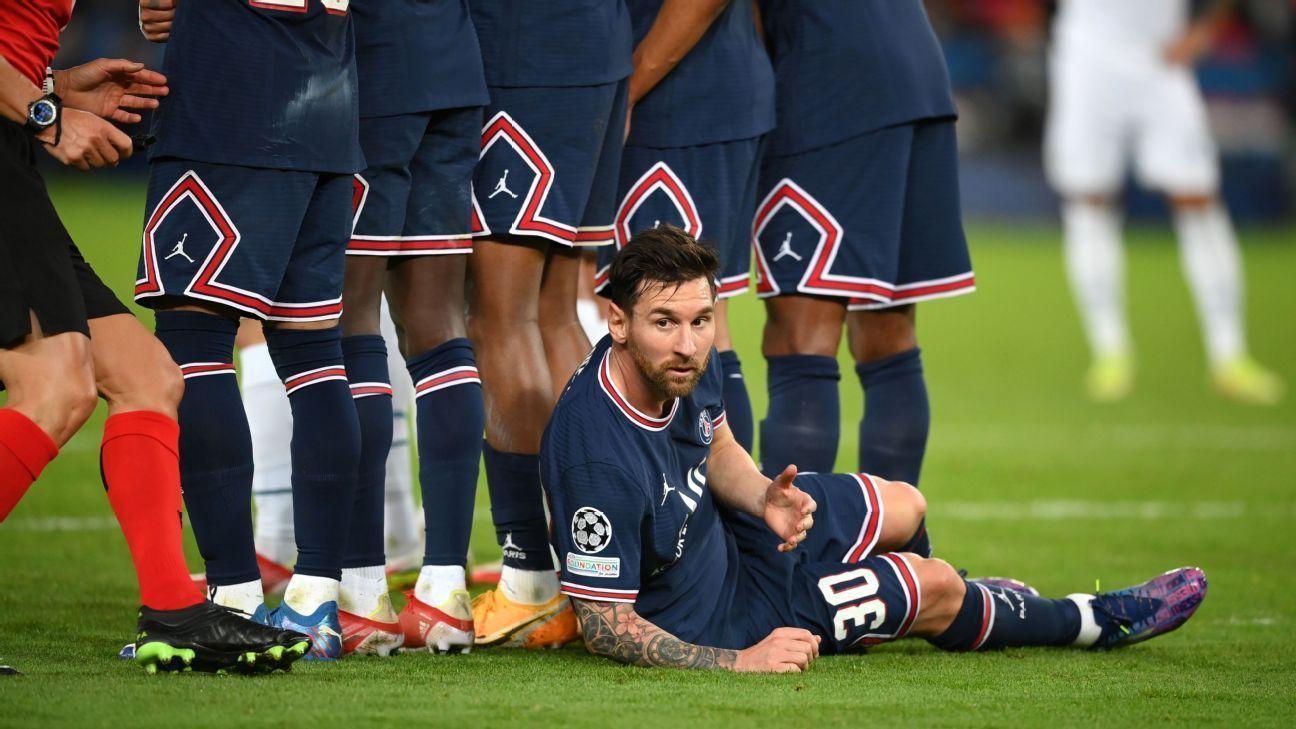 Messi se tiró sobre el césped atrás de la barrera del PSG y dejó atónita a la prensa de todo el mundo