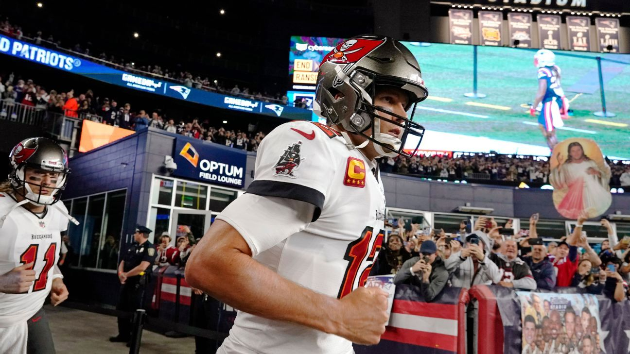 Tampa Bay Buccaneers' Tom Brady greeted with Patriots tribute video, 'Brady' cheers, embraces in New England return