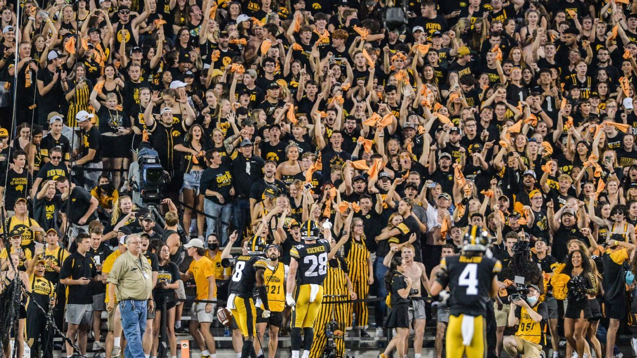 Iowa coach Kirk Ferentz defends fans booing Penn State players going down
