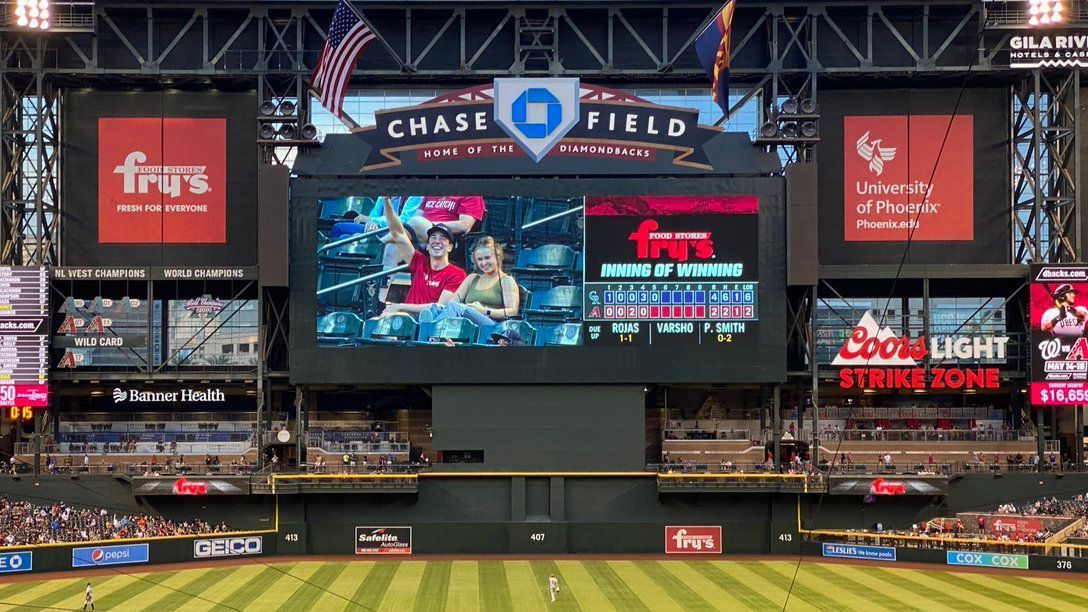 YouTuber tracks friend's date at Diamondbacks game, captivates Twitter