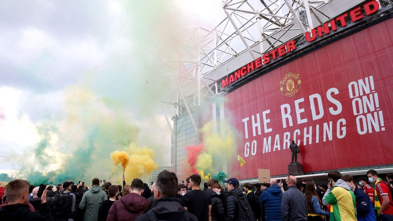 Man Utd fans invade pitch in anti-Glazer protest